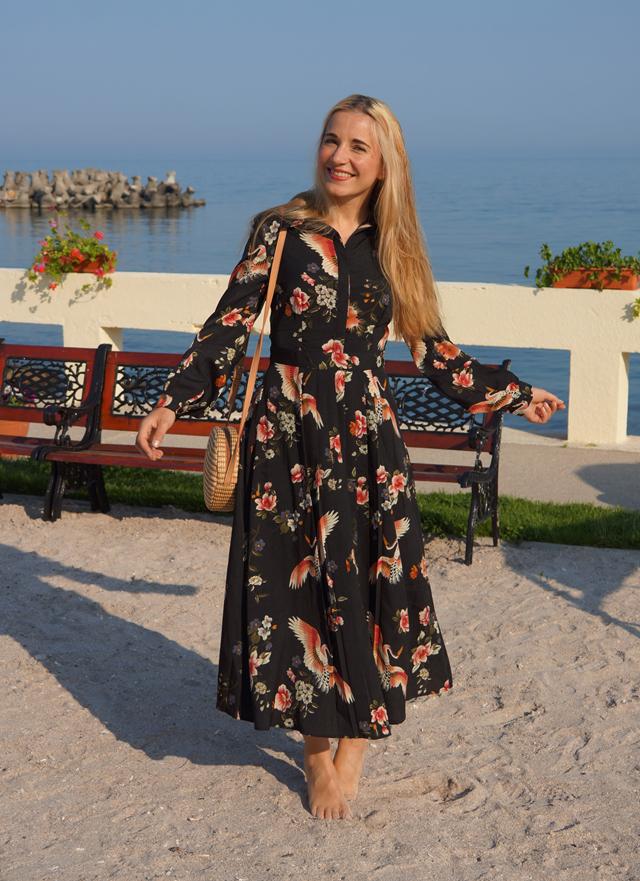Outfit Geblümtes Kleid mit Kranichen 03