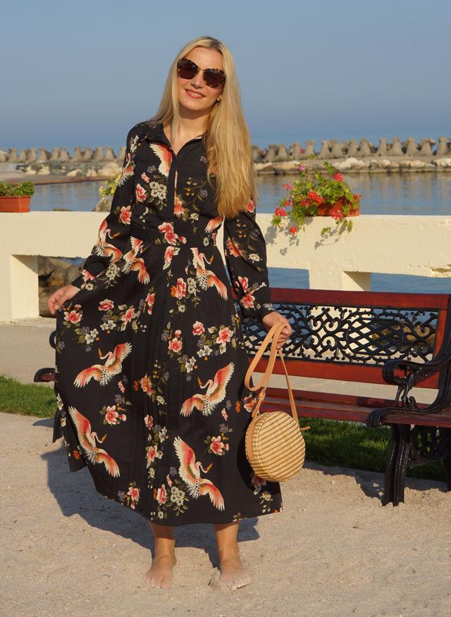 Outfit Geblümtes Kleid mit Kranichen 08