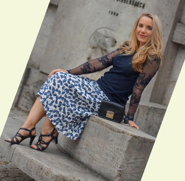Outfit Rock mit Ginkgoblatt-Print & Spitzenoberteil 05