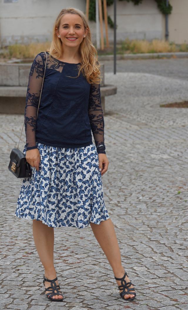 Outfit Rock mit Ginkgoblatt-Print & Spitzenoberteil 09