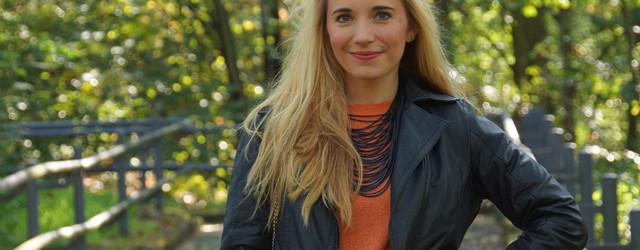 Outfit Orangefarbener Zweiteiler Lederjacke 01