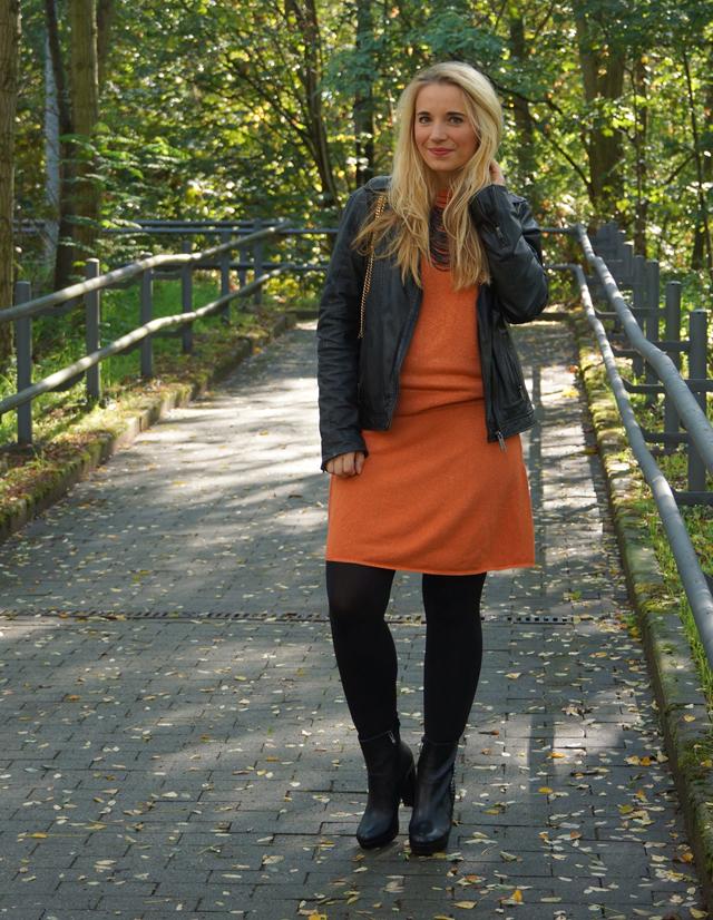 Outfit Orangefarbener Zweiteiler Lederjacke 03