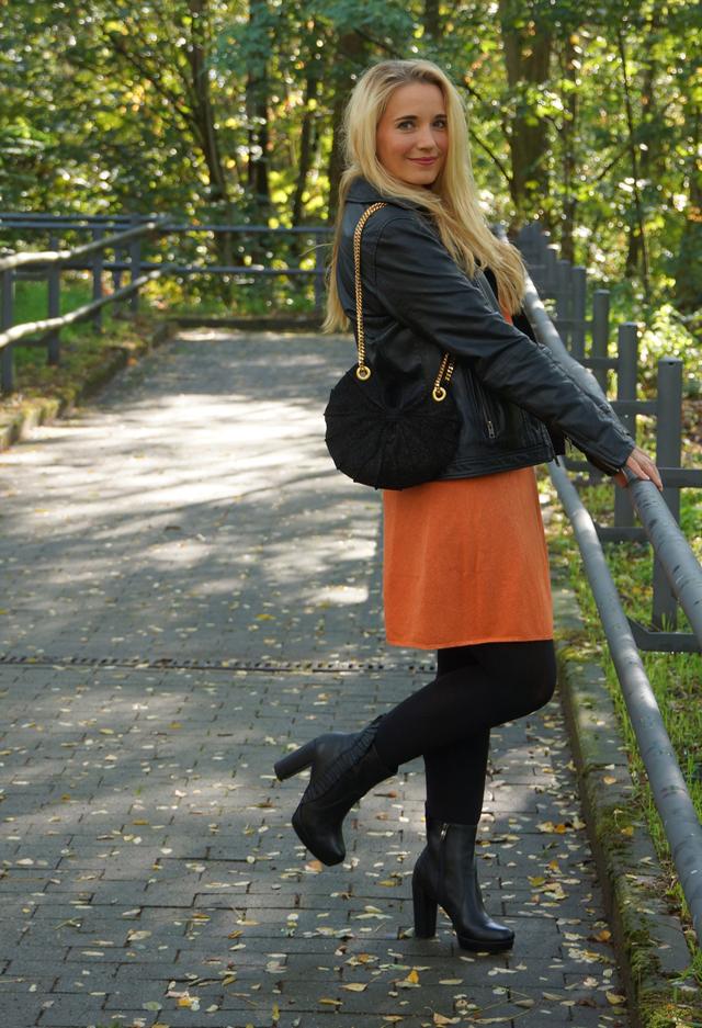 Outfit Orangefarbener Zweiteiler Lederjacke 05