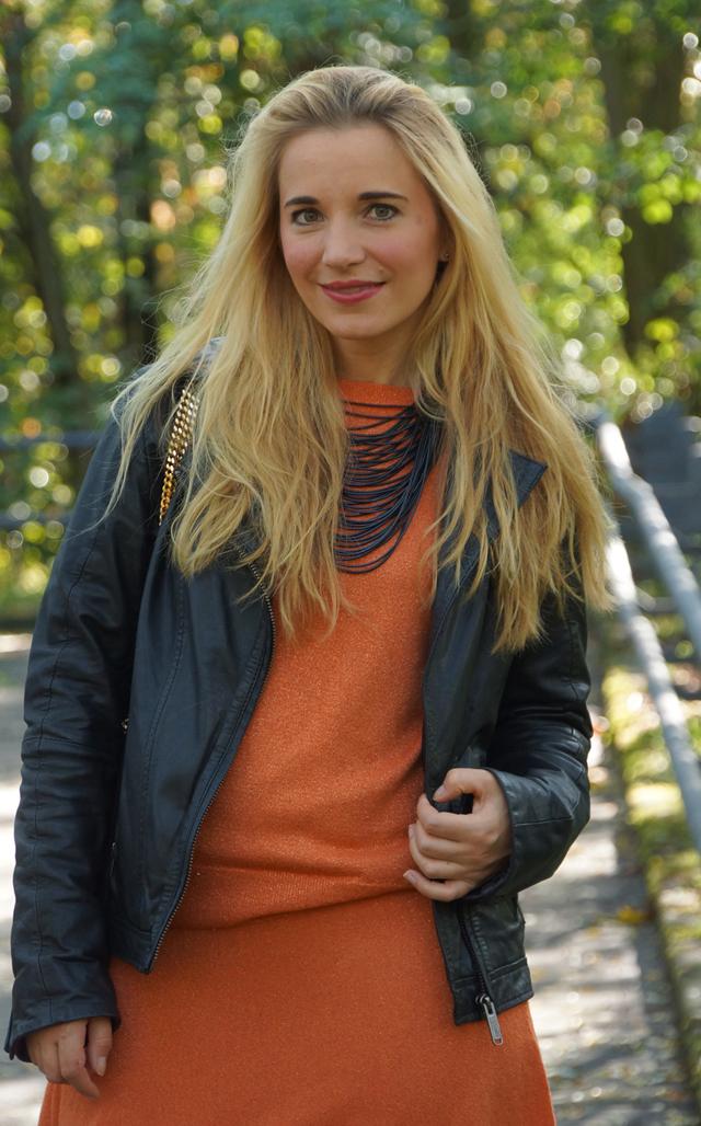 Outfit Orangefarbener Zweiteiler Lederjacke 08