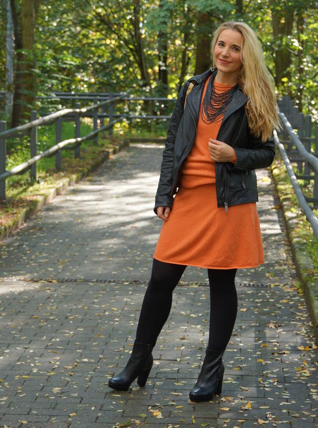 Outfit Orangefarbener Zweiteiler Lederjacke 10