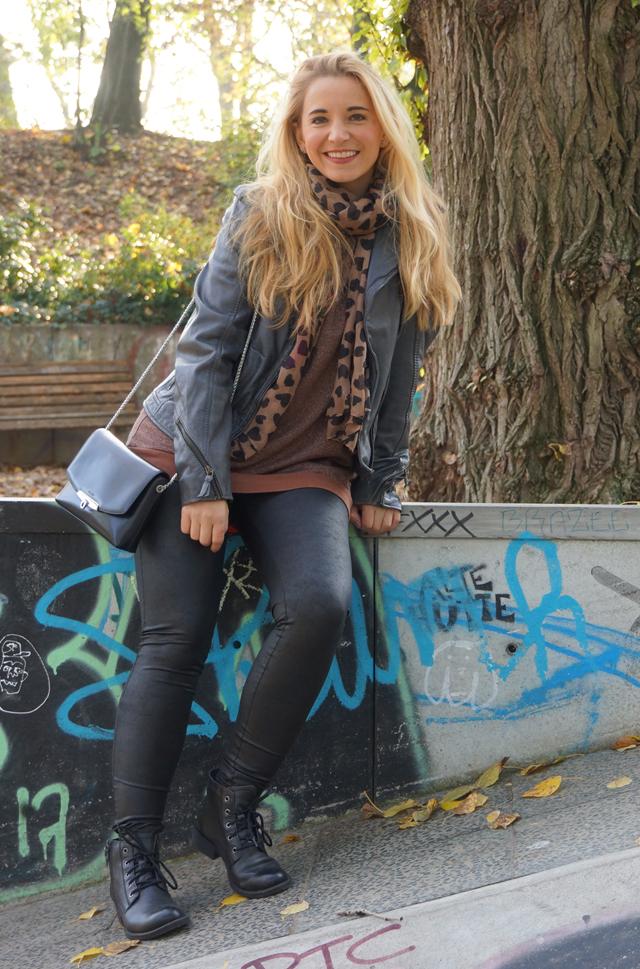 Outfit Leggings und Lederjacke 02