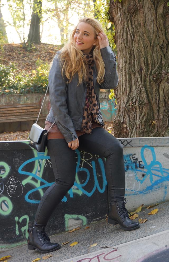 Outfit Leggings und Lederjacke 03