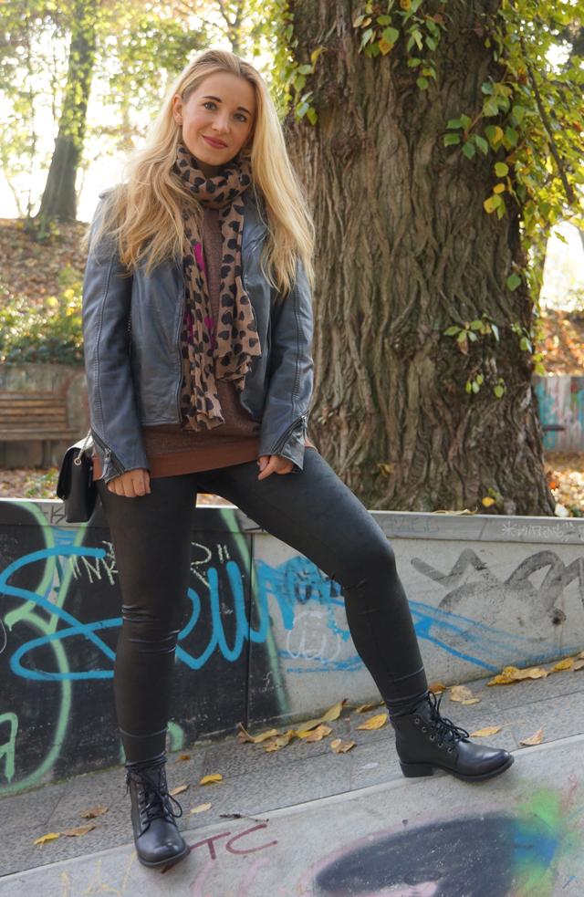 Outfit Leggings und Lederjacke 05