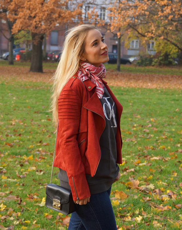 Outfit Logo-Pullover im Herbststyle 04
