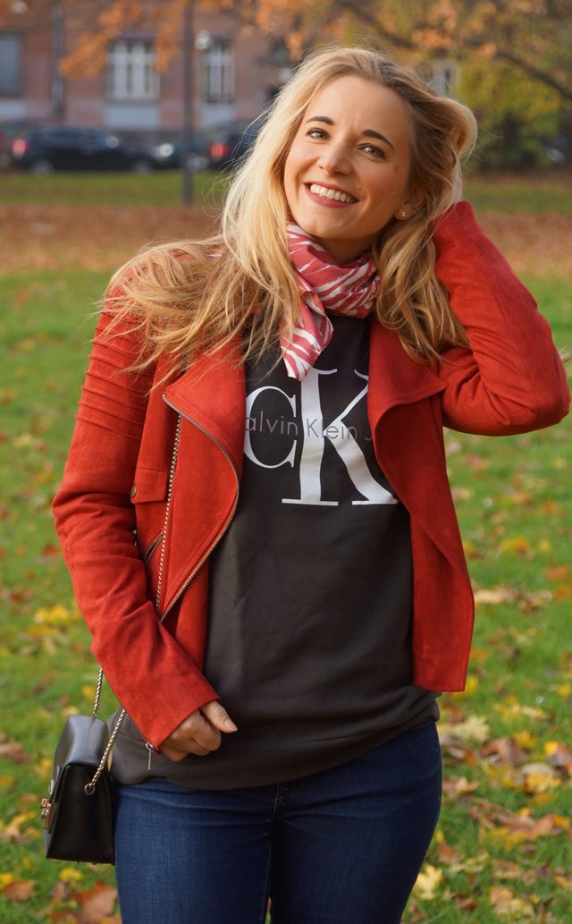 Outfit Logo-Pullover im Herbststyle 07